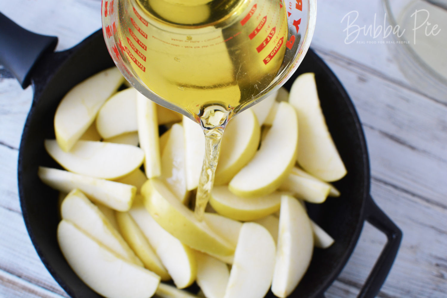 Frying apples in a skillet