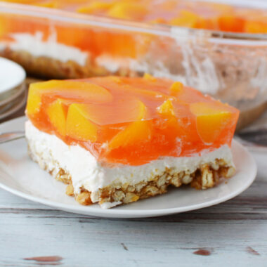 It's super easy to learn how to make a peach pretzel salad.